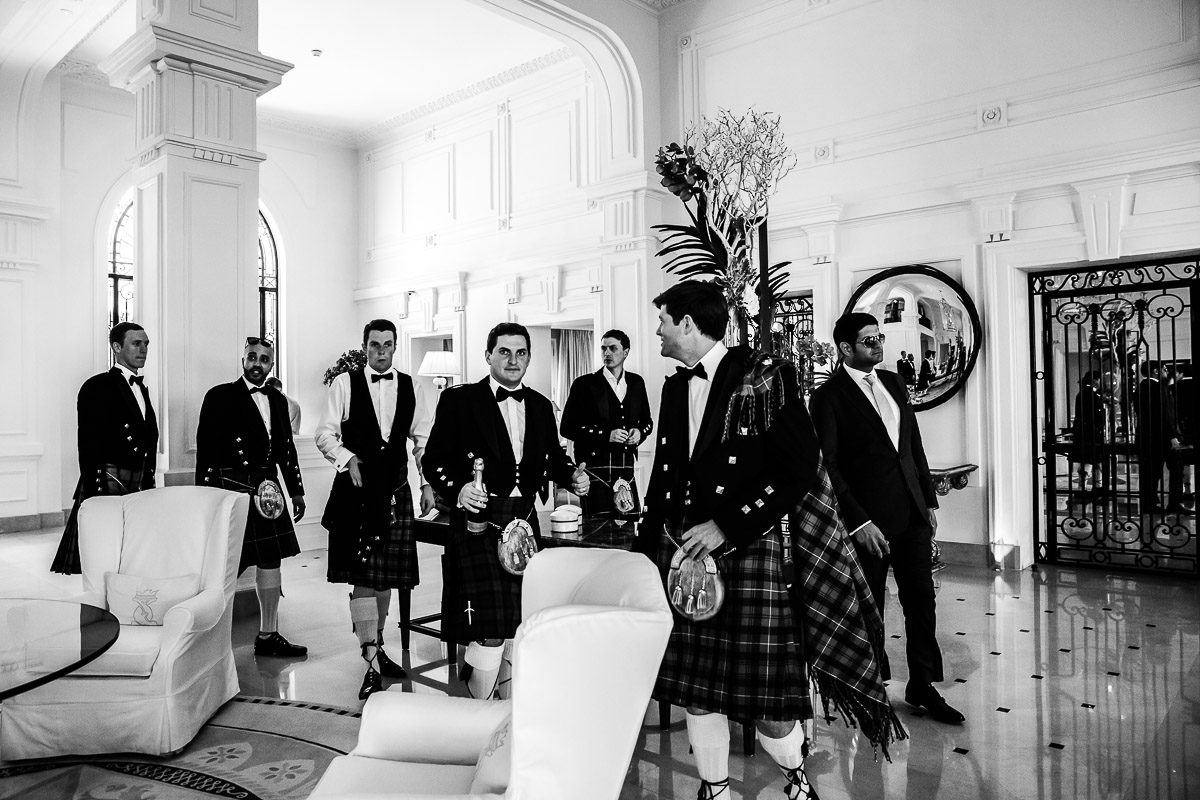 Mariage au Grand Hôtel du Cap Ferrat, Four Seasons Hotels and Resorts - Photographie : Karol R Photographie - Homme en kilt traditionnel