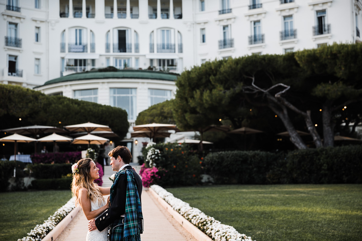 Photos de mariage au Grand Hôtel du Cap Ferrat - Wedding venue on the Four Seasons Hotels and Resorts - Photographie de mariage : Karol R Photographie- Karol Robache - Dress : Temperley Bridal